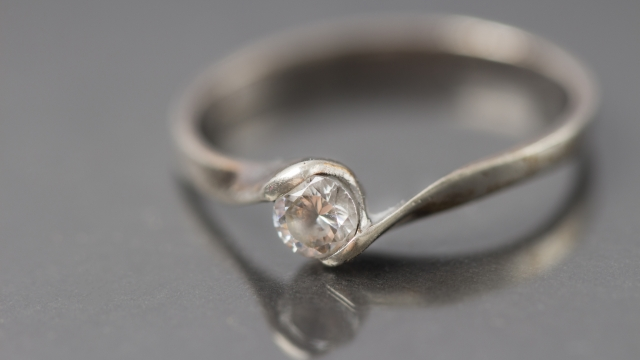 3f8daa733e5e 濱口優と南明奈(アッキーナ)の結婚指輪のブランドとお値段は?